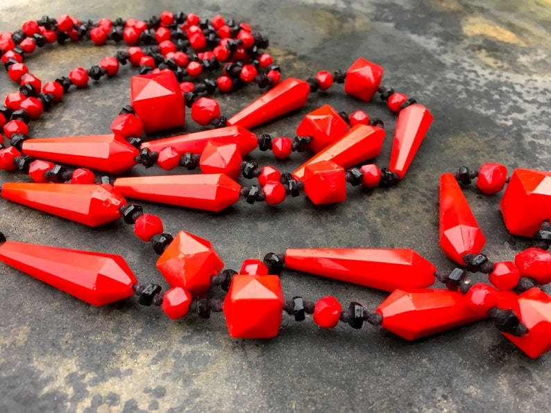 faceted beaded necklace in brilliant red and black. Czech Deco era knotted