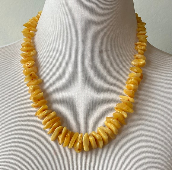 Graduated butter yellow amber chip bead necklace - image 3