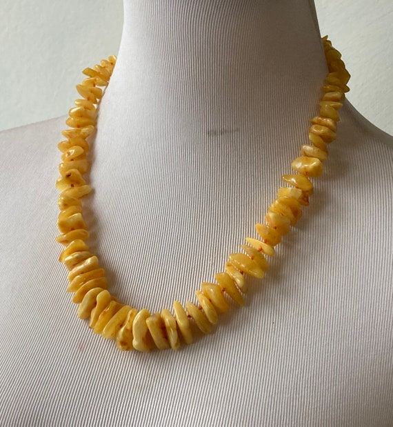 Graduated butter yellow amber chip bead necklace - image 2