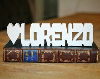 Personalized wooden writings for children's bedrooms