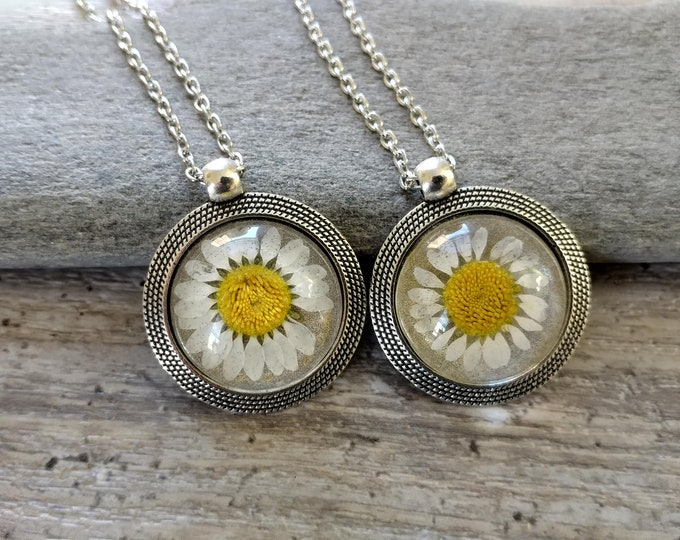 Daisy Flower Necklace, PFN-11- Please call for wholesale pricing