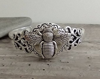 Adorable Bee Cuff Bracelet,List Prices reflect MSRP, SB-34