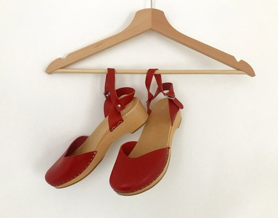 Traditional Style Wooden Heel Clogs  |  Red Low He