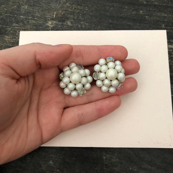 Vintage 1950/'s Cluster White Beaded Clip On Earrings