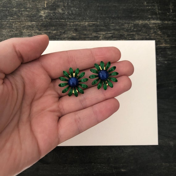 Green Daisy Clip on Earring - Vintage Earrings - 1