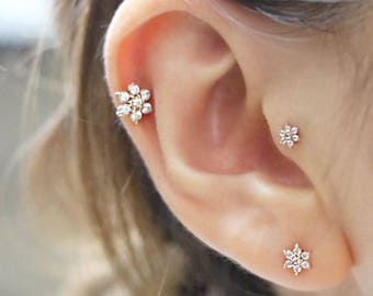 14K Lovely Flower Cartilage Earring/Tragus Earring/Tragus stud/Helix Piercing/Cartilage piercing/Flower Earrings/Conch piercing/rook snug
