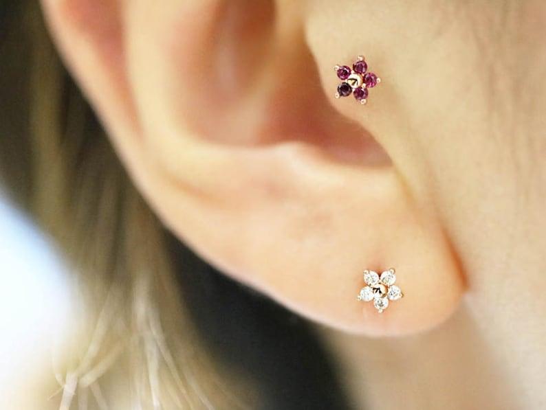 14K Flower Labret PiercingCartilage earringTragus earringHelix piercingTragus piercingRook piercingFlat backEarringPiercingTragus