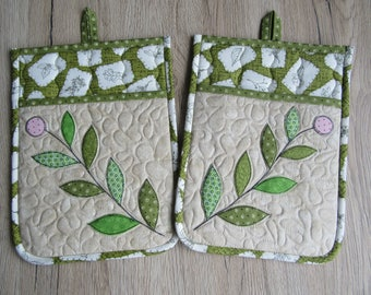 Quilted pot flaps/kitchen pot holder