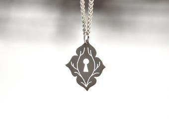 Keyhole necklace Elven necklace Silver pendant Gothic jewelry Moroccan necklace Quatrefoil Elven jewelry Escutcheon necklace