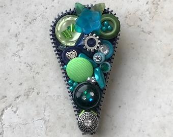 Button Heart Pin, Green - Zipper