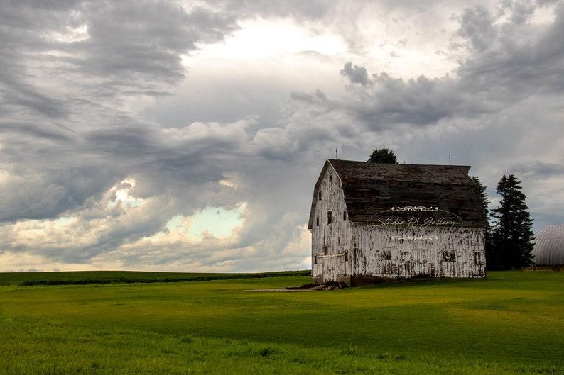 Iowa Barn Photography by Eleanor Caputo  Conrad Iowa Barn  image 0