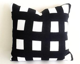 SCACCHI Knit Cushion in Black OR Gray (45x45cm)