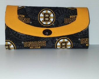 NHL Boston Bruins Necessary Clutch Wallet