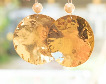 Hammered brass earrings, Large Gold Disc Earrings , Round  Brass Dangle Earrings ,Hammered Brass disc earrings, pearl earrings,handmade