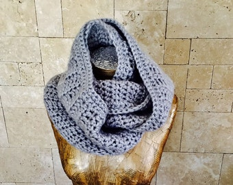 Scarf , Gray Scarf, Women's Gray Infinity Scarf, Women's Gray Chunky Scarf, Winter Accessories, Neck Warmer, Warm Outerwear.