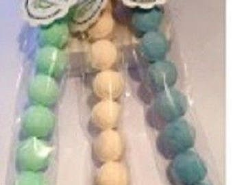 8 x fruity flavoured mini bath bombs in gift bag pack tied up with ribbon