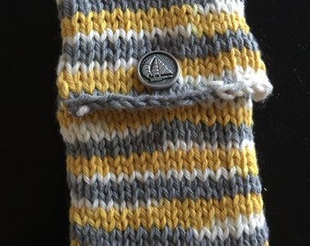 Knit Phone/Ipod case with sailboat button