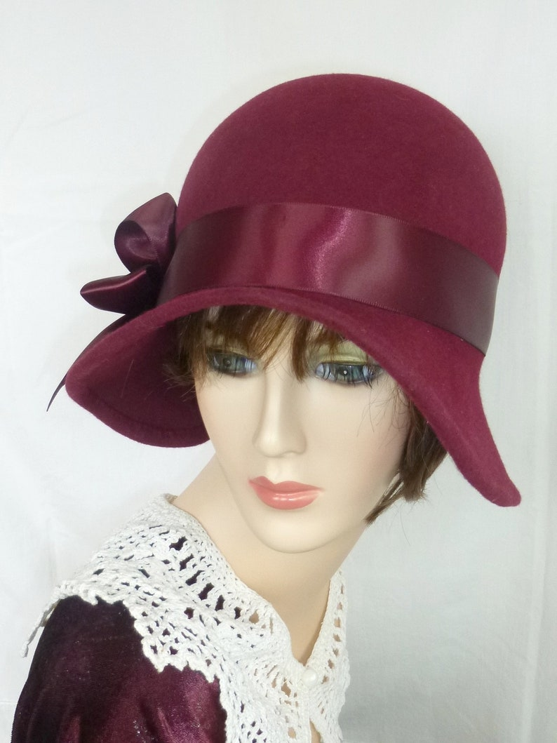 Miss Fisher Custom 1920/'s flapper Cloche Great Gatsby hat Downton Abbey hat with Feather fascinator