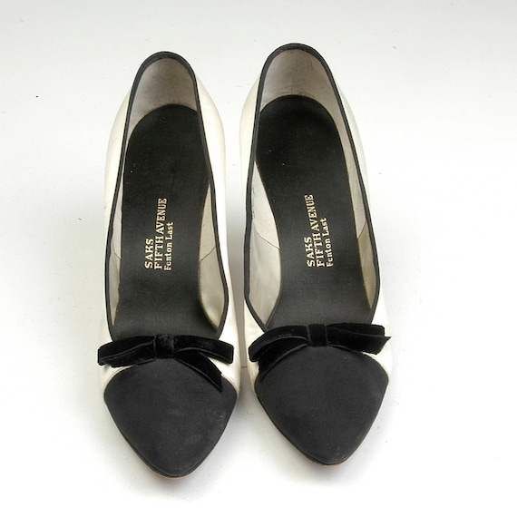 Heel Narrow Fifth Black Velvet Vintage AA 1950s White sz 8 Satin 5 Pumps 50s Saks High Hand Two Shoes Bow Numbered Toned Avenue 1w0UxwOq