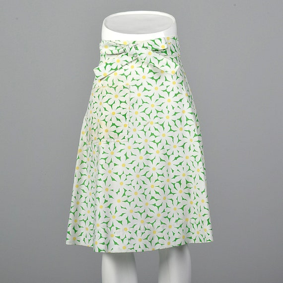Small Green Wrap Skirt Vintage 60s Daisy Print Sum
