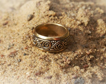 Ring Vine. Ring with floral ornaments
