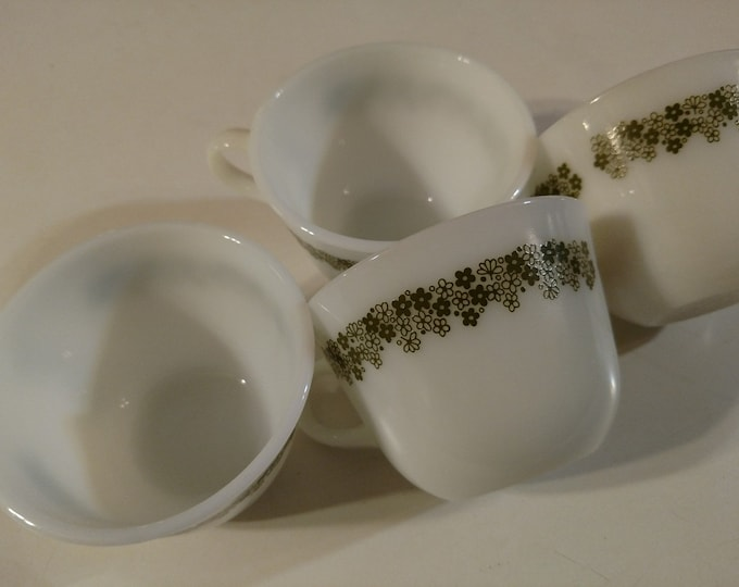 PYREX - Coffee / Tea Cups - Set of 4 - Spring Blossum Pattern - Avocado Green Daisy Design - circa 1970's - 1980.