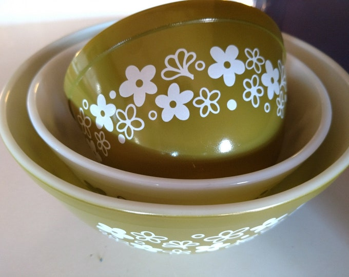 PYREX - Spring Blossom Green / Nesting Mixing Bowls - Set of Three - #401, 402, 403 - circa 1970's