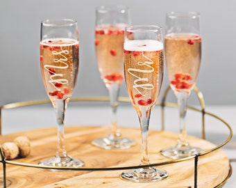 Mr And Mrs Champagne Flute, Custom Couples Glasses, Custom Name Glass, Custom Toasting Glasses, Personalized Champagne Flute (GG4183)