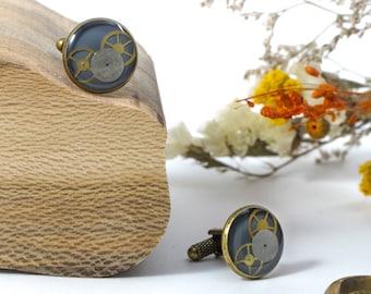 """Gemelos upcycled """"Oldies"""" hechos con partes de relojes"""