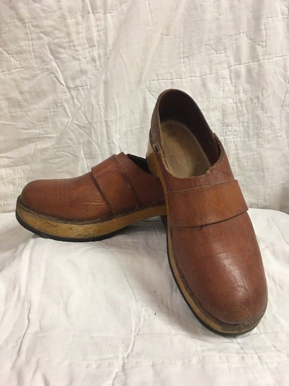 bfab7b1bbb52 Vintage Shoes 1940 Wood Clog Leather Clog Wooden Shoe Size 5