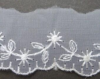 Vintage MADE IN AUSTRIA 9.5yds Delicate Pretty White Trim
