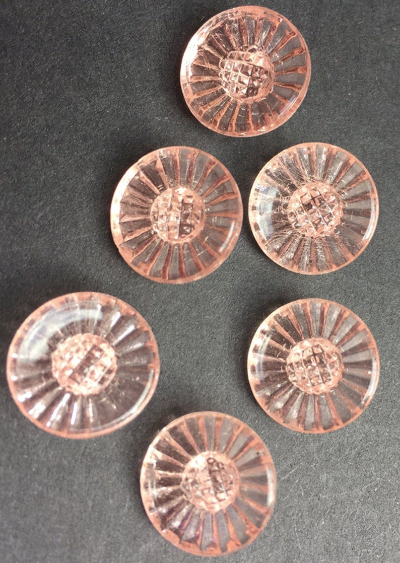 6 Gorgeous Vintage Pink Daisy Glass Buttons 1.5cm