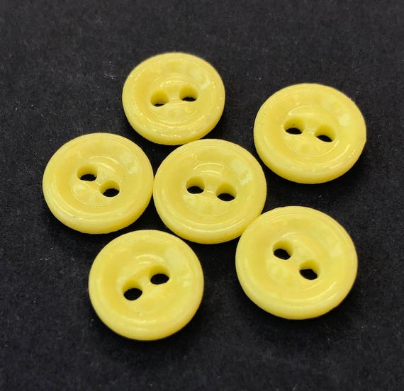 2cm wide 12 Gloriously Sunny Vintage Yellow Star Buttons