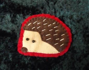 Hedgehog brooch/hedgehog badge/felt hedgehog brooch