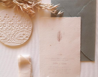 Wedding invitation with handmade paper and pressed straw - eco invitation - boho stationery - eco wedding - boho invitation