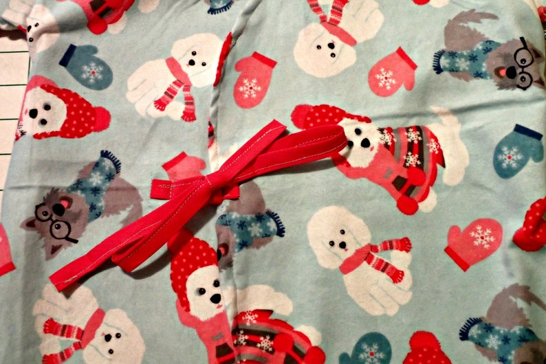 Child/'s IV Hospital Gown for Post Surgery FLANNEL Gown Fits Age 4-8 yrs Snaps Get Well Gift for Boy or Girl child Puppy print with pink hats