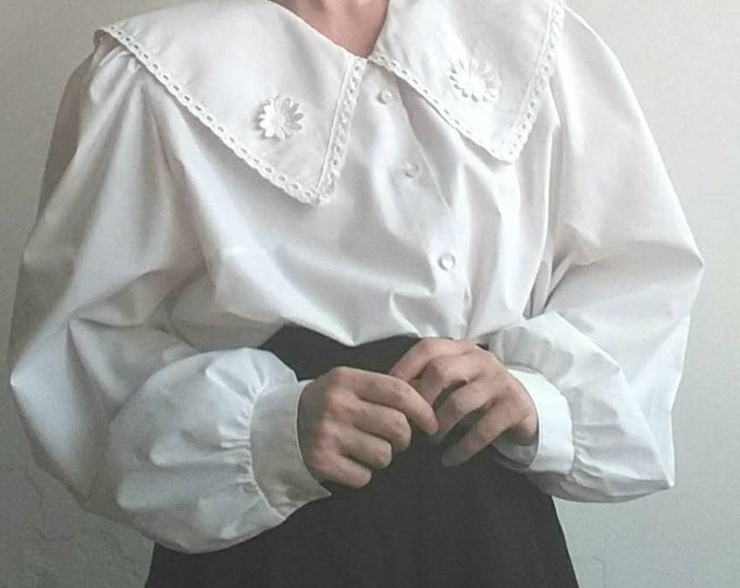 Vintage White Cotton Blouse with Big Collar with Lace and Embroidered Flowers ~ Romantic Bohemian Dolly Lolita Style