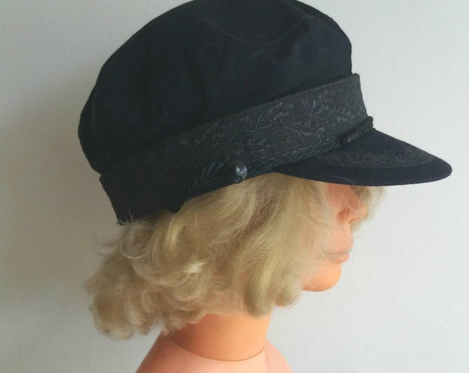 Vintage 70s Baker Boy Hat ~ Black Beret Cap with Embroidery ~ Cotton