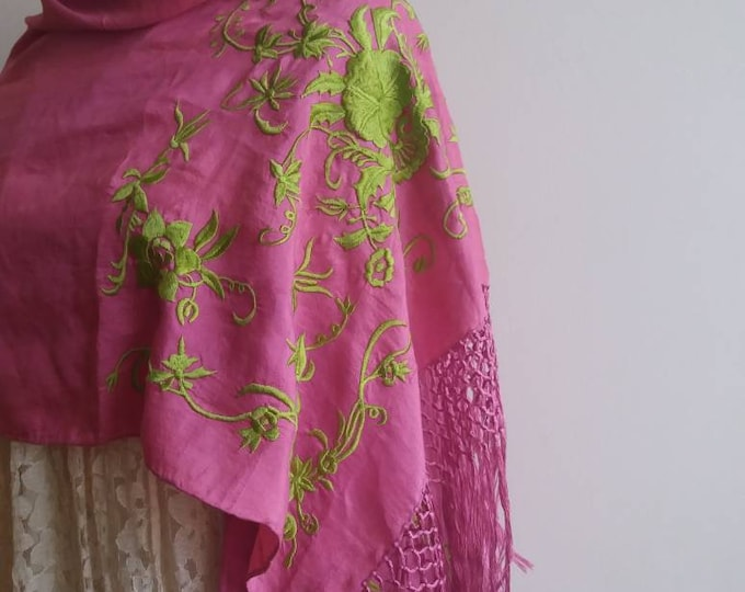 Vintage 30s Piano Shawl ~ Handembroidered Silk Fringed Shawl ~ Art Decor Style