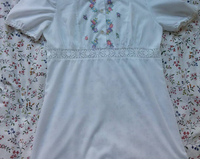 Vintage 70s Embroidered Cotton Blouse or Little Dress Lace Details Floaty Nymph Romantic Bohemian Style