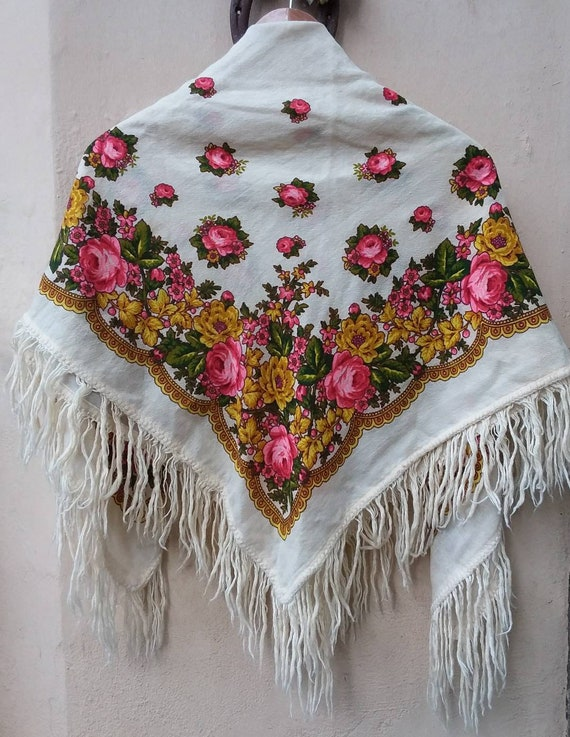 Vintage 70s Russian Shawl ~ Pavlovo Posad Wool Stole with Fringes ~ Roses printed ~ Gipsy Bohemian Style