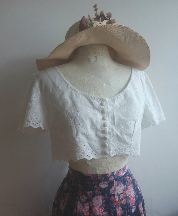Vintage 70s White Cotton Camisole ~ Lace eyelet buttoned up Crop Top ~ Bohemian Style