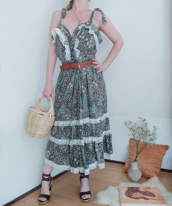 Vintage 70s Praerie Dress with Milky Maid Corset Bust and Lace ~ Bohemian Folk Style