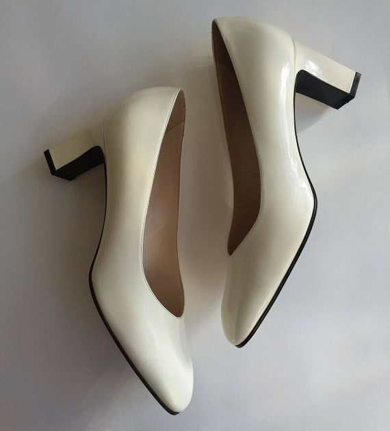 Vintage 70s Bridal Shoes ~ White Leather and Golden Heels ~ Made in Italy