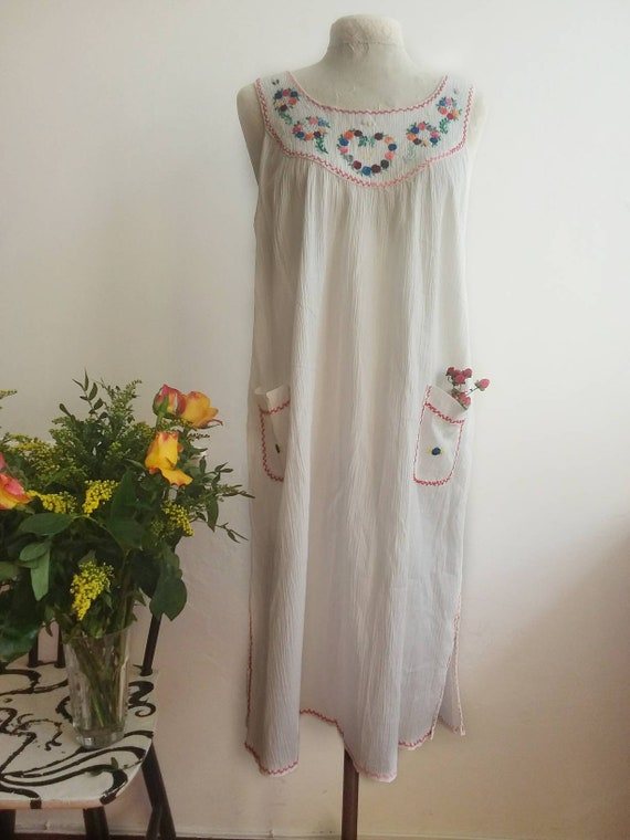 Vintage 70s White Cheesecloth Dress with Embroidery ~ Bohemian Cotton Dress
