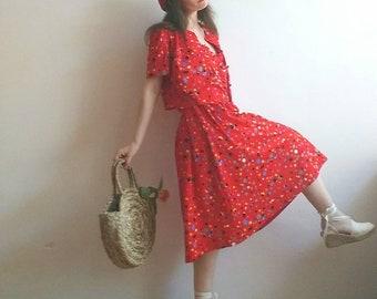 Vintage des années 60 fait 40 s Costume ~ Robe rouge et bouton en haut ~ Français Style Bohème