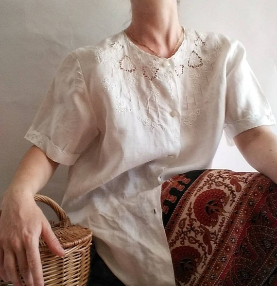Vintage White Linen Shirt ~ Crochet Embroidery