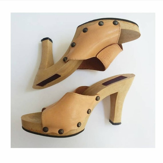 Vintage 70s Wooden Clogs ~ Nude Leather ~ Hippie Platform Shoes