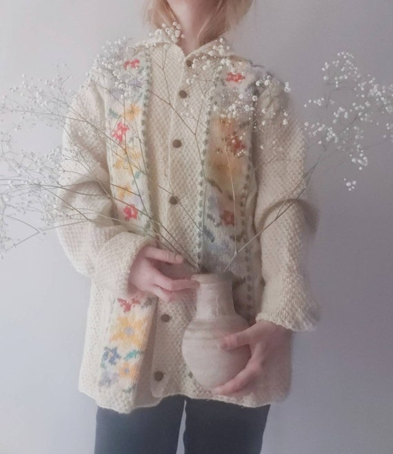 Vintage 80s Embroidery Knitted Cardigan in Pure Wool