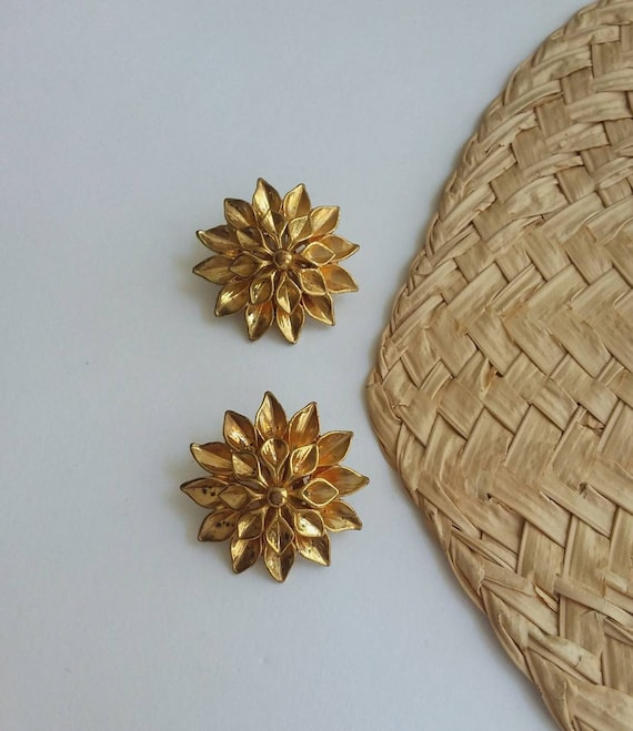 Vintage 60s/70s Golden Earrings ~ Flowers Clips